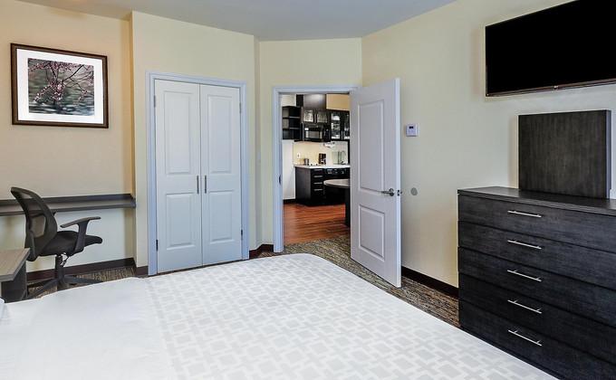 candlewood-suites-houston-6191096154-2x1
