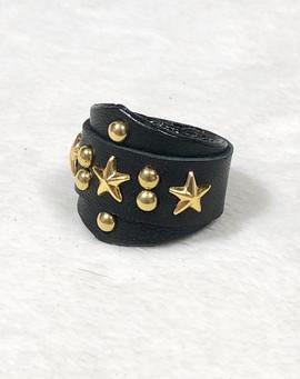 アヴリル着用 3つ星レザーリング ゴールド