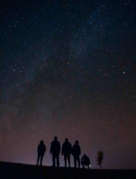 Groupe et ciel étoilé.jpg