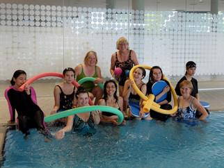 Teilnehmerinnen kommen Zug für Zug voran Sportkreis organisiert Schwimmkurse für Mädchen und Frauen