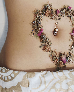 heart-shaped-herbs-on-stomach-2-deniques