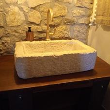 Lavabo in marmo stile industriale