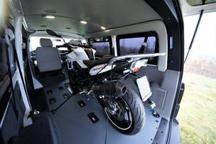 CrossWay - motorka v dodávce - zadní poholed