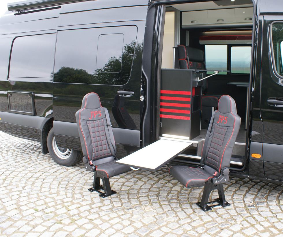 Sportissimo XL - vysouvací stůl z podlahy