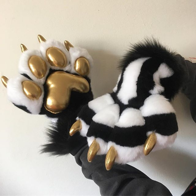 ✨💀✨☠️✨💀✨☠️✨💀✨_#fursuit #furryfandom #paws #handpaws #furry