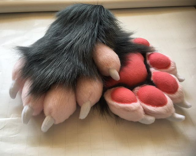 Just finished our first possum paws from our _Feral Alien_ style pattern!_💕🐾💕🐾💕🐾💕🐾💕🐾💕_#fu