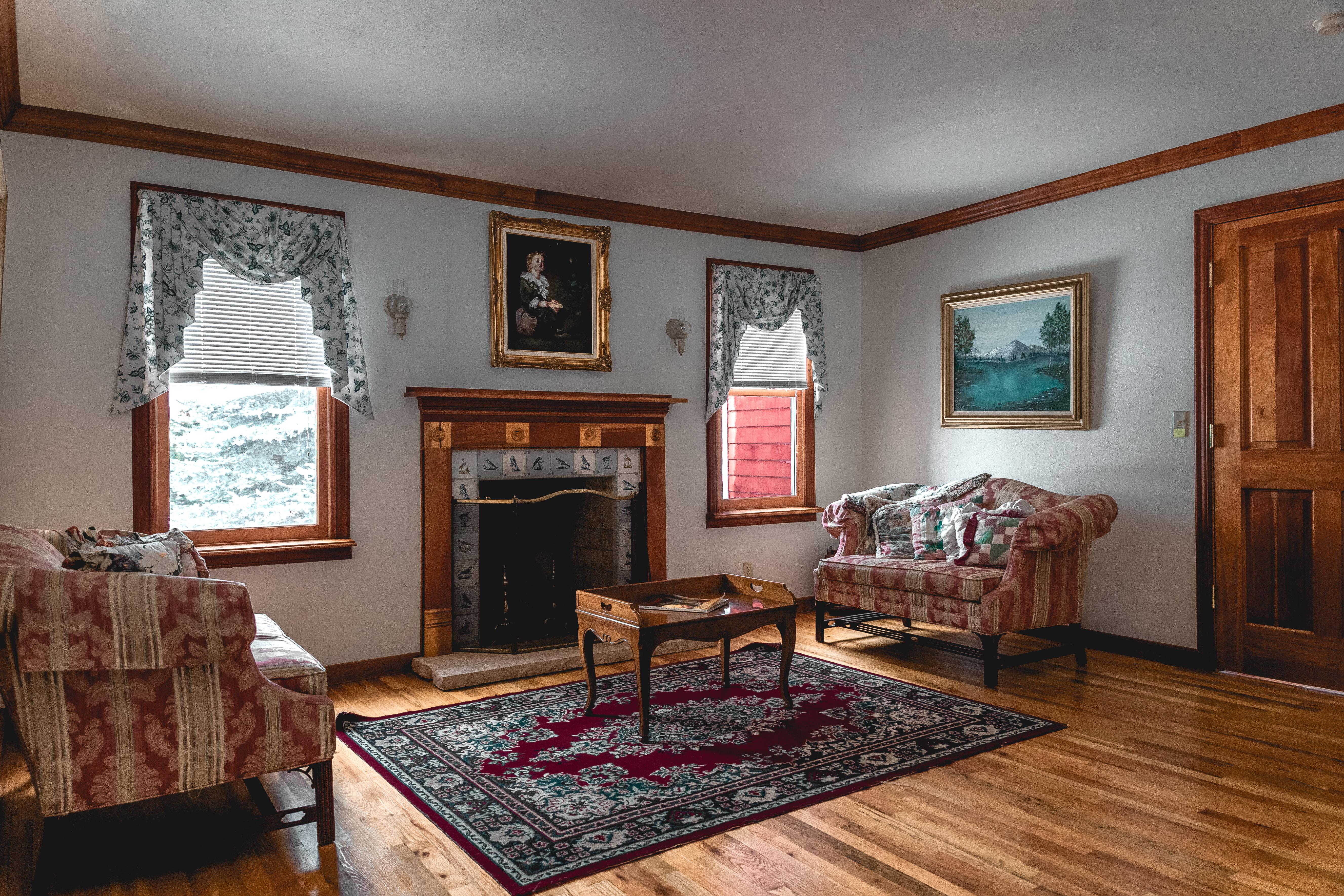 Teton Anteroom Sitting Area
