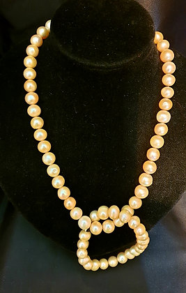 Cream cultured Pearl Necklace and bracelet