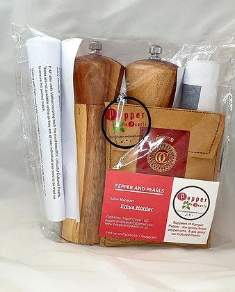 15cm Acacia hardwood grinders (salt and Pepper)