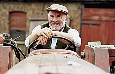 Un viticulteur sur son tracteur