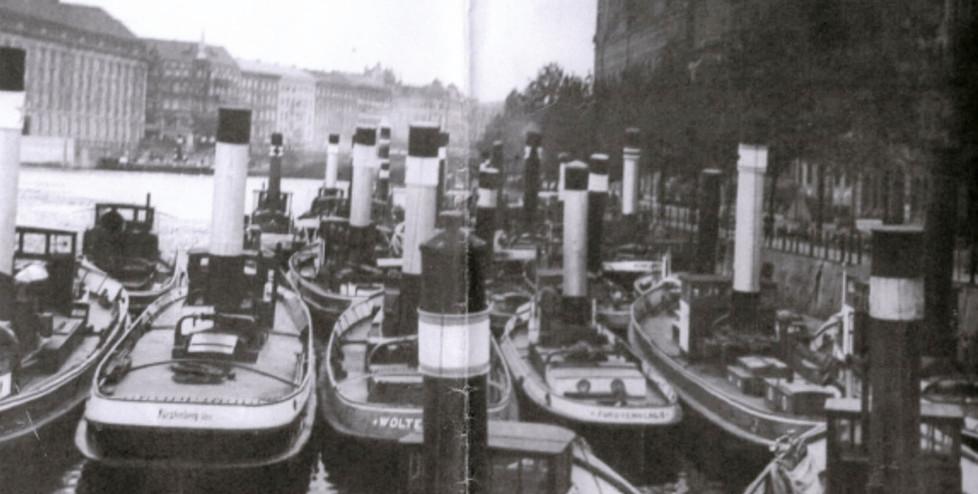 Unbekannt (1912), Blick von der Inselbrücke auf Märkisches Ufer, Richtung Osten