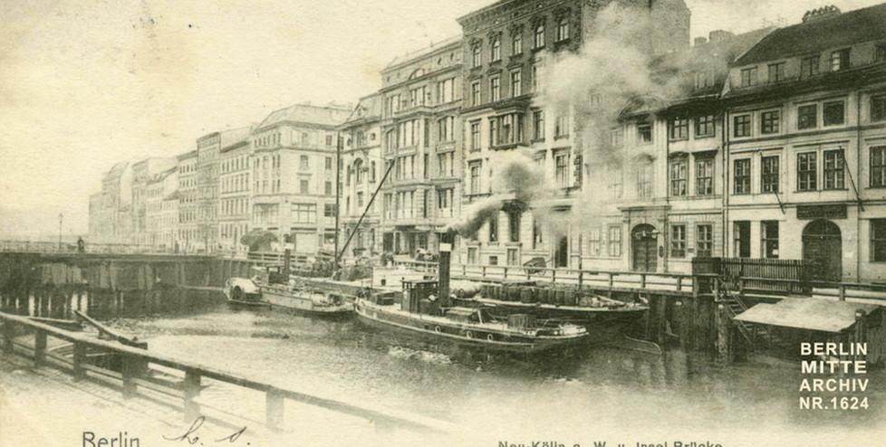 N.N. (ca. 1900), Blick von Friedrichsgracht auf Märkisches Ufer und Inselbrücke