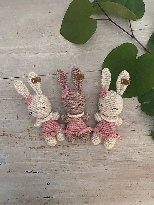 amigurumi lapin en crochet, un mini lapin LOLA pour séance photo de nouveau-né