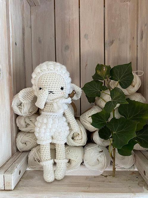 crochet mouton DOLLY avec son bonnet et pants, le cadeau parfait pour naissance