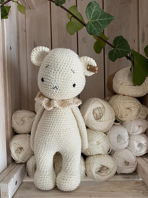 crochet ours polaire ou teddy nounours amigurumi, un cadeau personnalisé en croc