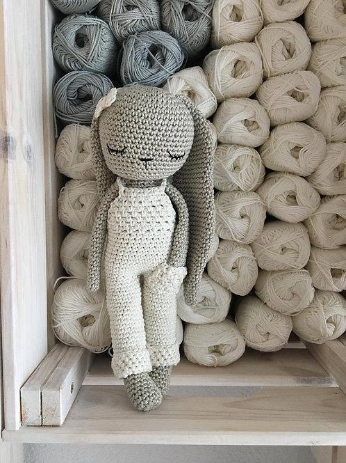 amigurumi crochet lapin longues oreilles,salopette pantalon et noed papillon,jou
