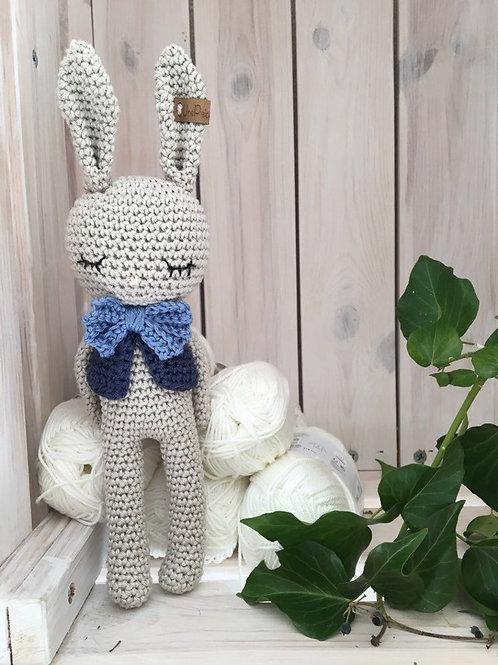 Crochet amigurumi Lapin avec veste et noed papillon, le cadeau spécial pour nouv