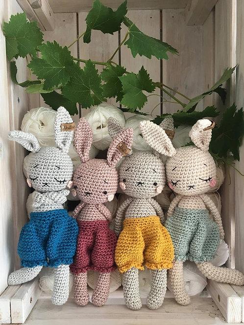 Adorable petit lapin MILO avec son pantalon, amigurumi en coton pour bébé, en ca