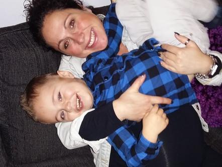 Zwangere Kelly kreeg een vruchtwaterpunctie: 'Wat is er met mijn kindjes aan de hand?'