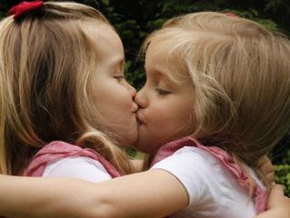 Tweelingen: samen in de klas of juist niet?
