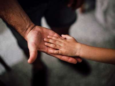Tweelingvader overlijdt: inzamelingsactie voor tweeling