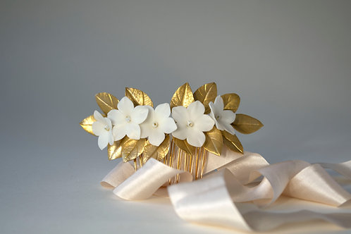 Peigne MANON avec des fleurs blanches feuilles dorées