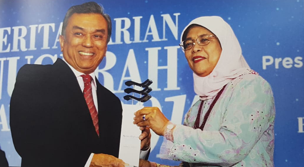 Mr Suhaimi with President Halimah