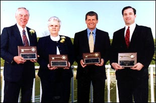 Auriemma, Diana, Hunt, Robinson honored with Gold Key at 2001 banquet