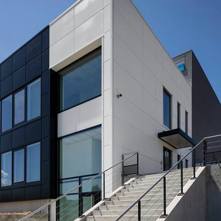 Photographe pro architecture Lyon, mise en valuer des bureaux d'entreprise à Chaponost.
