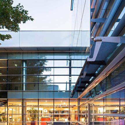 Photographe architecture extérieure à Lyon, Florian Peallat, bureaux regus situés à Vaise 69009