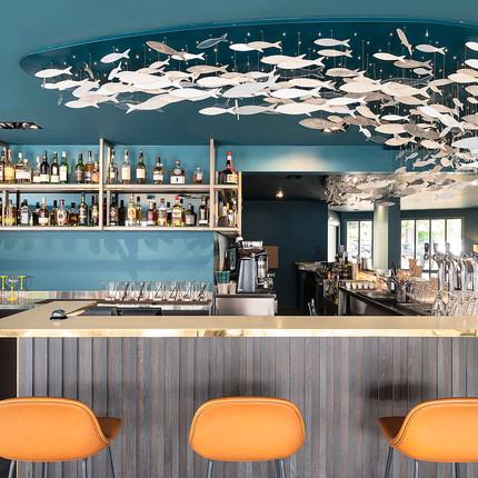 Photographe hôtel de luxe à Annecy, espace détente et bar du BlackBass.