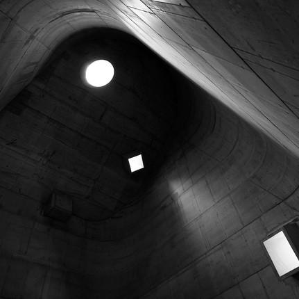 Photographe architecture brutalisme à Firminy, Florian Peallat, nef de l'église de Le Corbusier.