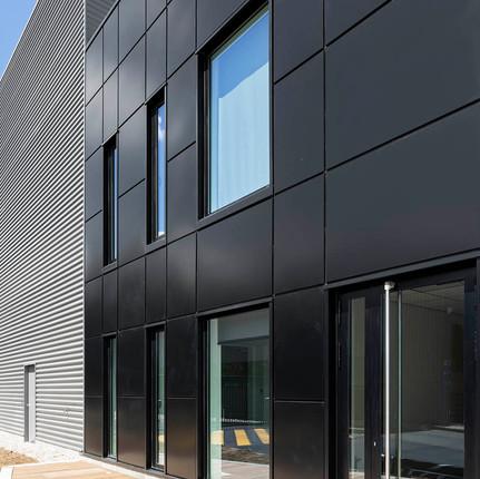 Photographe architecture de façade à Lyon, Florian Peallat, bureaux d'entreprise situés à Chaponost.