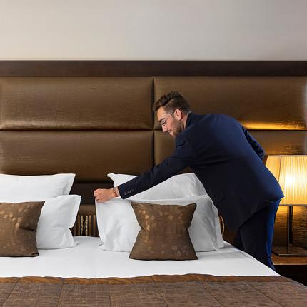 Photographe hôtel de luxe à Lyon et à Courchevel, chambre Les Suites de la Potinière en Savoie. Florian Peallat Photographe.