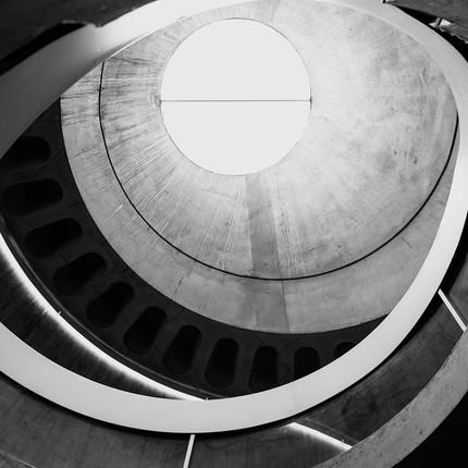 Photographe architecture artistique, Florian Peallat, style architecturale brutaliste du musée gallo romain à Lyon.
