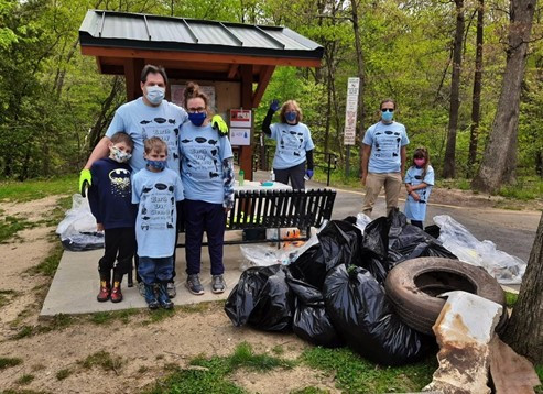 Pack 1031 Scouts and families at the AWS cleanup on Apr 24th