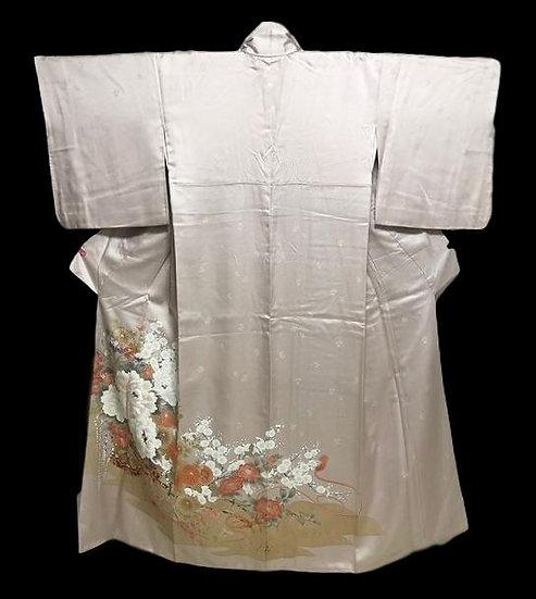 Kimono Iro tomesode, en soie naturelle brodée, Japon, 1970