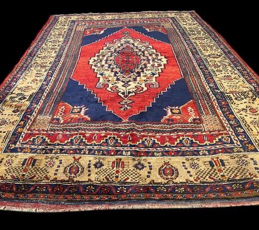 Tapis Yahyali, 150 cm x 225 cm, Anatolie, Turquie, laine sur laine, Vers 1970