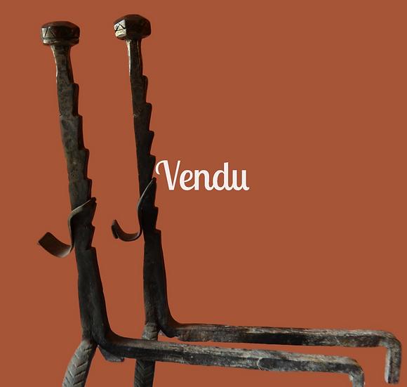 Grande paire de chenets en fer forgé - circa 1680