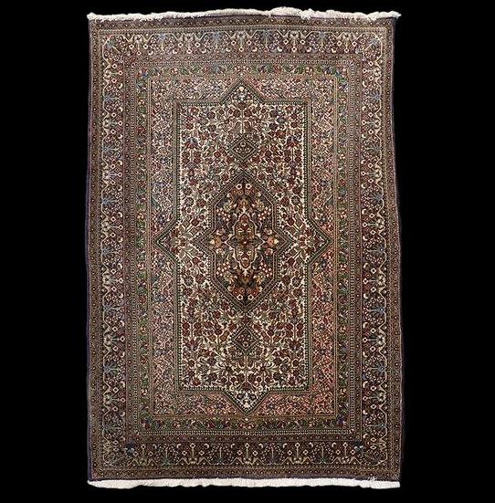 Tapis Ghom, 132 cm x 196 cm, Iran, laine nouée main, vers 1980, très bon état