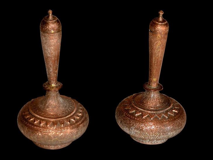 Paire de vases orientaux couverts, H, 35,5 cm, Moyen-Orient, début du XXème