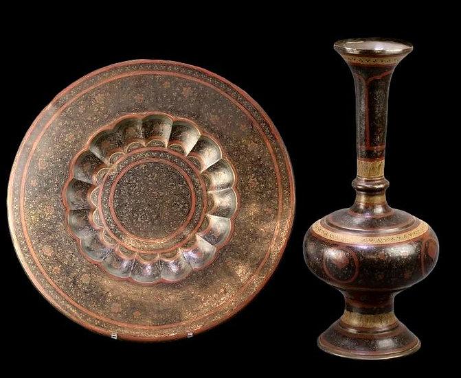 """""""Important vase et plateau orientaux en cuivre émaillé, Indo-persan, 1900/1920,"""