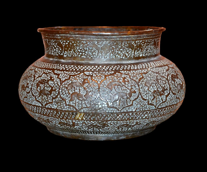 Important bassin en cuivre Indo-persan, ciselé de chitals, XIXème siècle