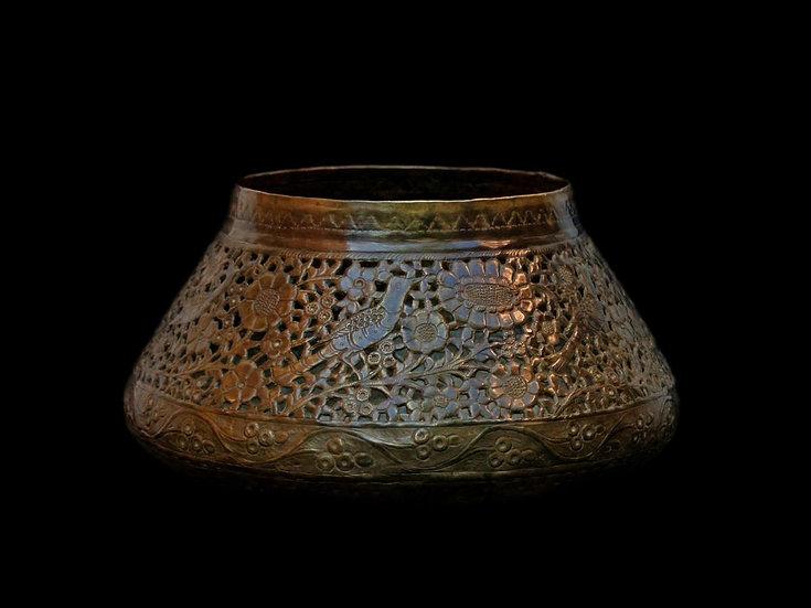 Bassin en cuivre ciselé et ajouré, Indo-persan du XIXème Siècle