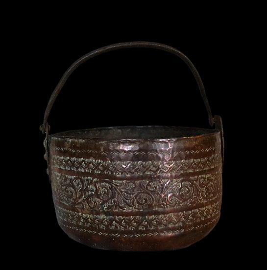 Chaudron, cuivre rouge gravé, Iran, Perse, début du XIXème siècle