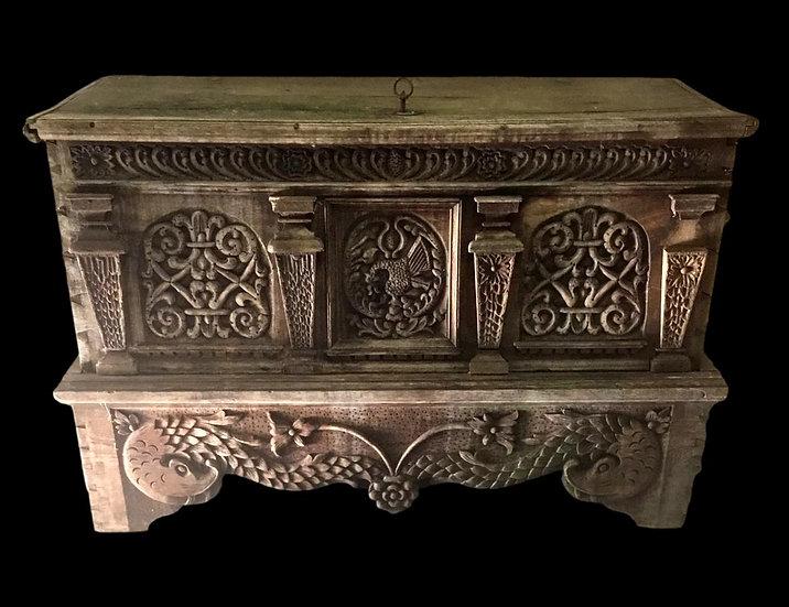 Coffre d'époque XVIIème en bois brut