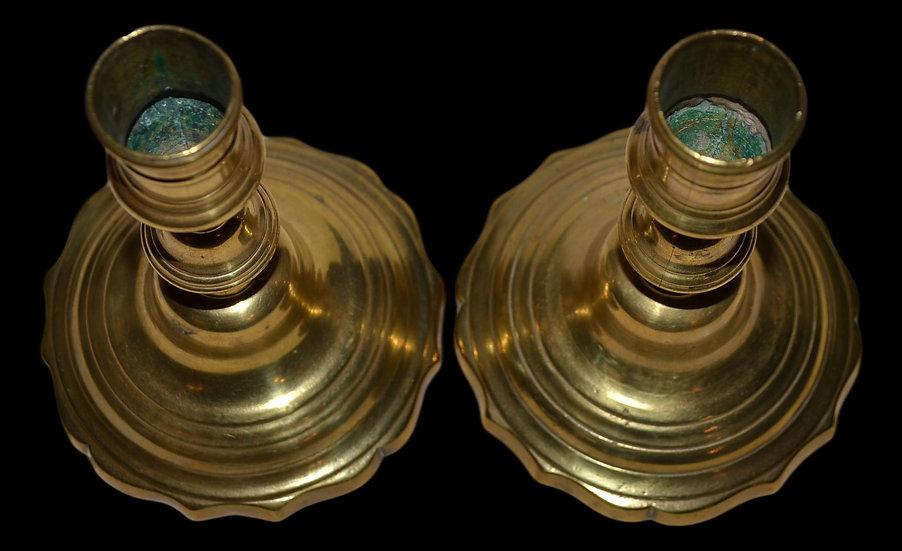 Paire de bougeoirs à un feu en bronze doré d'époque Louis XV