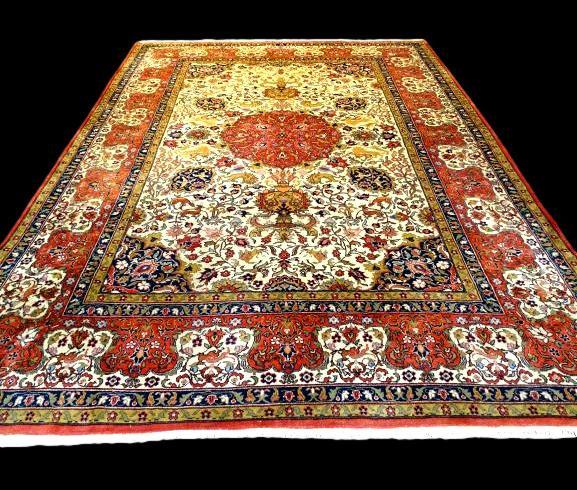 Tapis Persan Tabriz signé , 272 cm x 367 cm, Iran, décor chasse, laine kork, 197