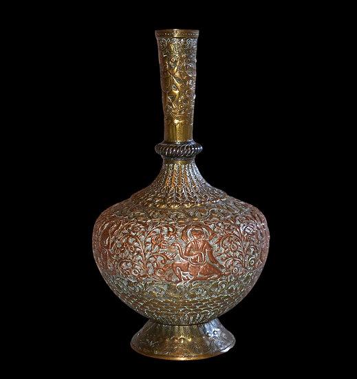 Vase à deux cuivres, Inde, décor gravé au repoussé de dieux et déesses, XIXème S