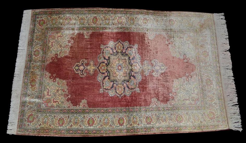 TAPIS KAYSERI, Turquie, soie nouée main, 126 cm x 204 cm, vers 1960